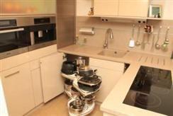 Hochwertige Küche mit Essplatz » Häfele Functionality World