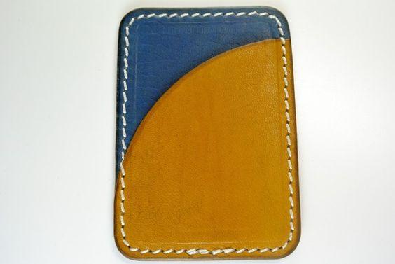 牛革の定期入れです。 サイズは横10×縦7になっています 染色により柄をつけています 基本的に色落ちは押さえられないものとされていますので使用直後...|ハンドメイド、手作り、手仕事品の通販・販売・購入ならCreema。