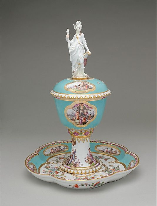 Standing cup with cover and stand Meissen Manufactory  Johann Joachim Kändler ca. 1735