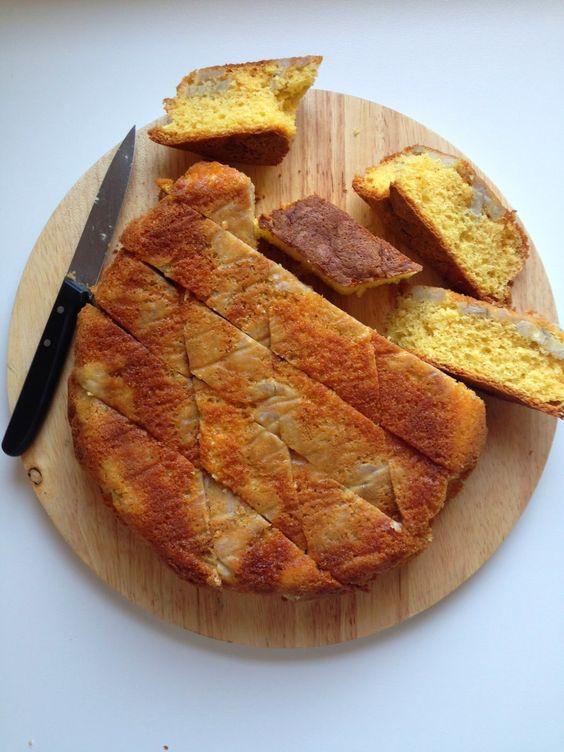 Torta banane, panna, miele e cannella