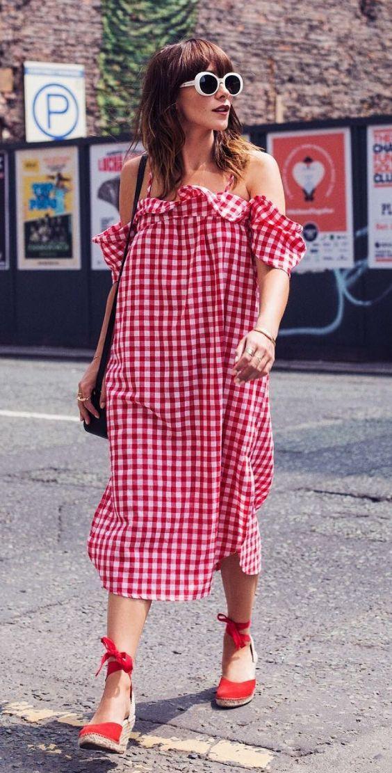 Inspiração: xadrez vichy  vestido amplo com babados vermelho, espadrilha vermalha
