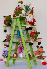 Resultado de imagen para escaleras navideñas de madera decoradas