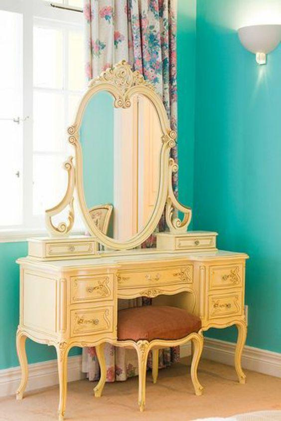bunte vorhänge, blaue wandgestaltung und luxus spiegel für eine moderne wohnung ausstattung - Frühlingsdeko 2014 – 50 neue Designer Deko Trends