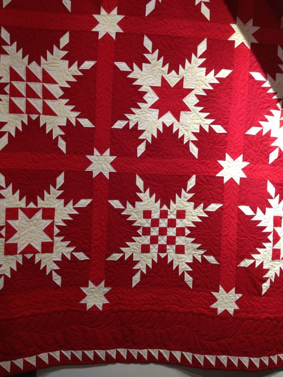 Feathered Star quilt by Anita Peluso of Bloomin' Workshop, made with American Made Brand solids in red-cream-white from Clothworks.  Pattern by Marsha McCloskey,