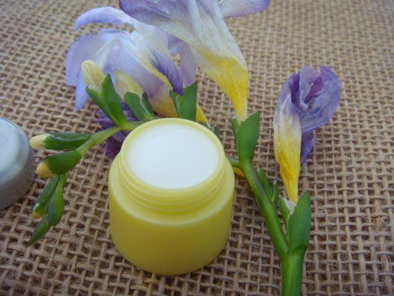 Il n'est jamais trop tard pour prendre soin de votre peau. Cette crème fondante à l'huile de Géranium et à l'Acide hyaluronique offre à votre visage un soin hydratant, anti-âge et régénérant.