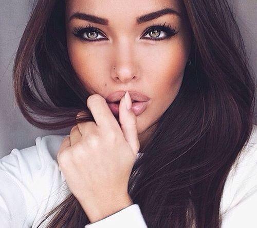 #MakeUp #eyes #Jewels #Nails #Woman