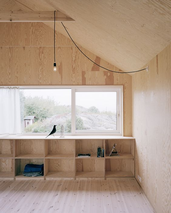 Warm interiors at the House Morran, by Johannes Norlander Arkitektur. Love the simple lighting.