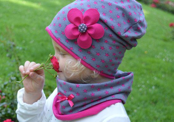 Wunderschöne Beanie Mütze aus weichem Baumwolljersey zum Wenden.  Die eine Seite - Pinke Sterne auf grauem Hintergrund, die andere Seite - Pink uni.  Im gleichen Design ist auch ein einfacher...