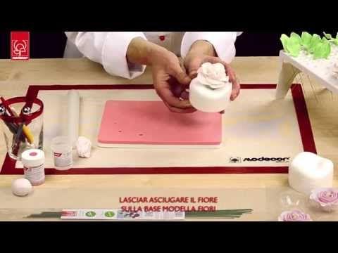 Come creare una rosa in pasta di gomma - YouTube