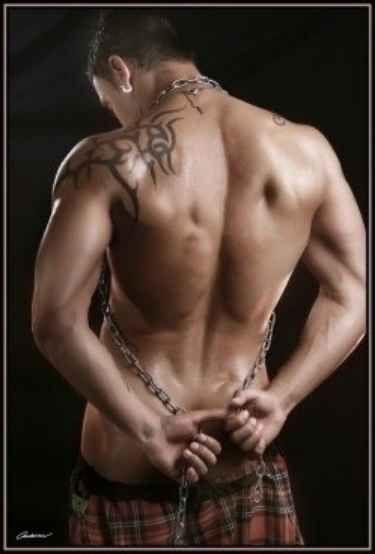 40 Nackter Oberkörper Männer in den Kilts