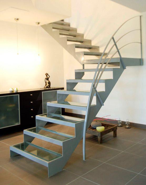 Escalier 1 4 tournant design en acier et verre pour un int rieur contemporain escaliers d cors for Escalier interieur contemporain
