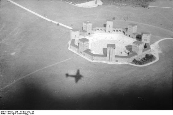 regimes totalitários na Europa - Alemenha: Monumento Nacional de Tannenberg (1926-27), Prússia Oriental, Walter e Johanners Krüger
