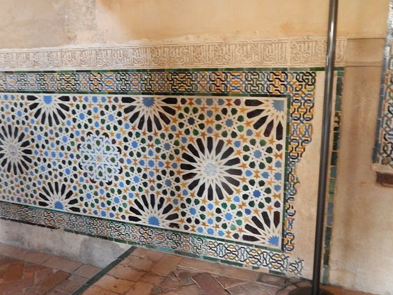 In #Granada we can find great examples of geometric tile patterns