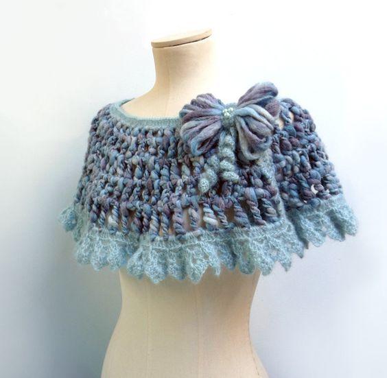 Scialle / Sciarpa / Scaldaspalle uncinetto blu e azzurro in lana sfumata, con pizzo mohair e fiocco - ANGEL