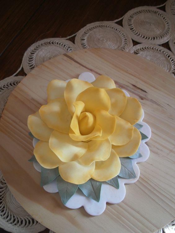 Rosa en pasta de goma