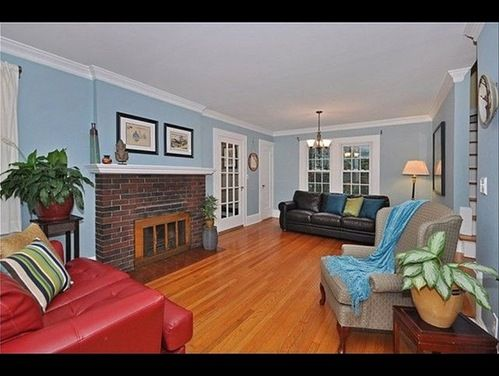 Long Living Room With Fireplace At One End Of Room Tv On The Other Photos Products Find A Pro