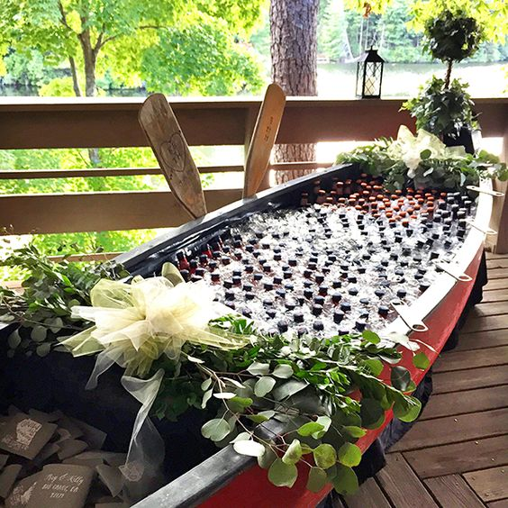 Southern Wedding: Beverages in Canoe