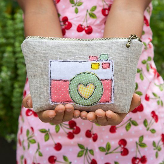 Personalize your zipper pouch with a bit of free hand