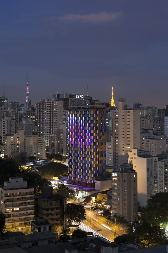Gallery - Estudio Guto Requena Creates Interactive Light Façade for São Paulo Hotel - 7