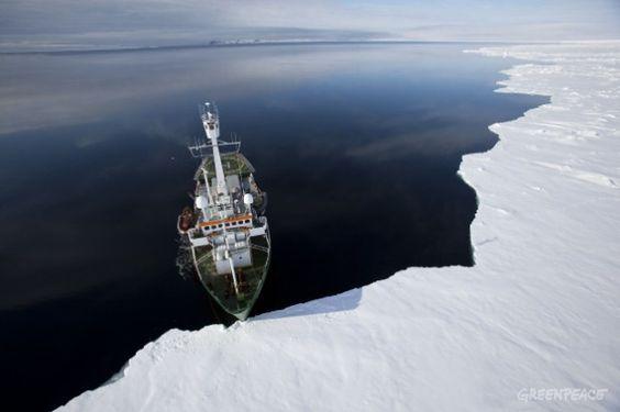"El Arctic Sunrise llega al ""puente de hielo"" en el canal de Robeson http://www.greenpeace.org/argentina/es/sobre-nosotros/barcos/arctic-sunrise/"