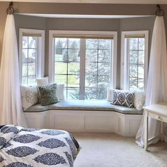 30 Bay Window Decorating Ideas That Blend The Functionality And Gorgeous Decor Into Comfortable And Moder Dining Nook Window Seat Kitchen Modern Kitchen Tables