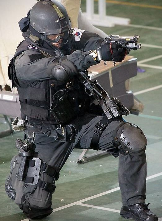 full swat gear smashed - 523×715