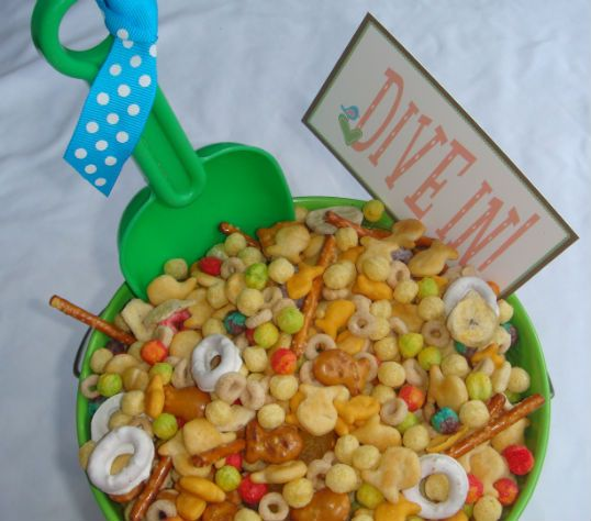 SUMMER  BEACHMIX... Love the idea of having snacks on beach buckets and serving with little shovels :)