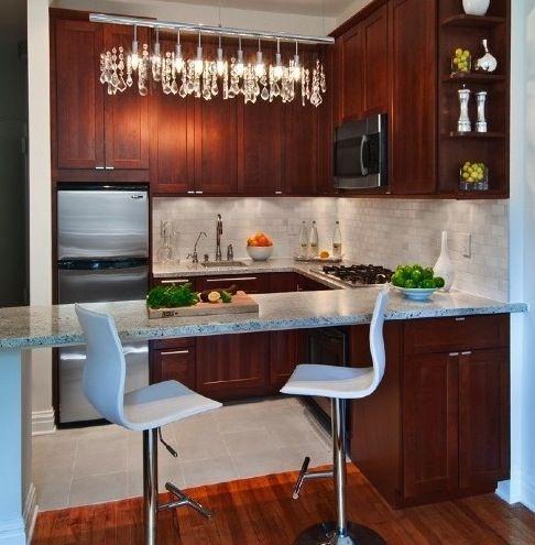 Small kitchen kitchen for small spaces pinterest for Como remodelar una cocina