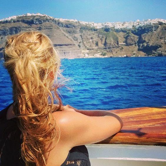 Santorini c'est fini et les vacances aussi #fira#santorini#cyclades#greece by olivier_brl