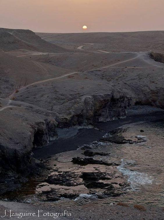 Imagen de J. Izaguirre en Los Ajaches, Yaiza, Lanzarote. Con el crepúsculo de la mañana.