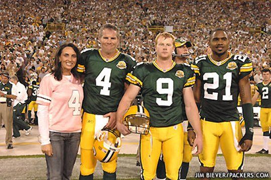 Aaron Rodgers photobomb from 2007 and why is the punter in this pick?