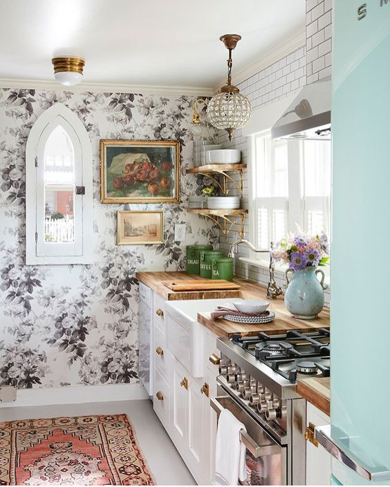 Insanely Cute Shabby Chic Small Dining Room