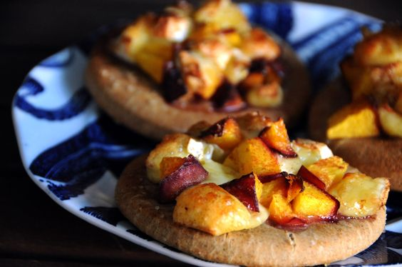 Gluten-free mini peach and brie on a delicious flat bread. Please click on the photo in Yumgoggle to get to this delicious recipe. Enjoy!