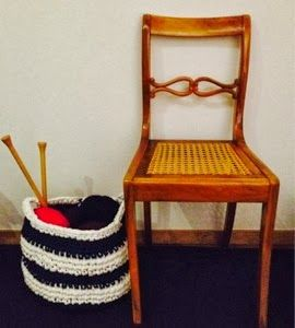 Big tshirt / zpagetti yarn basket. Hand crocheted. Free pattern  http://guertanicaencentroeuropa.blogspot.ch