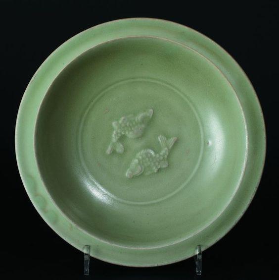 Epoque Ming (1368 - 1644). Coupe en grès émaillé céladon. Longquan, XVe siècle. Photo Millon et Associés Paris