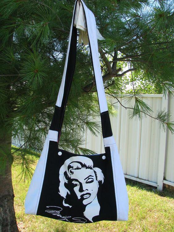 """Sac 'Marilyn Monroe' - En hommage à l'icône hollywoodienne et pour les fans inconditionnels de cette actrice légendaire. Prix demandé : 50 $. Contactez Confections Diana pour plus d'information : dianaethelena@yahoo.ca --- Visitez-nous sur Facebook : https://www.facebook.com/confections.diana --- """"VENDU"""""""
