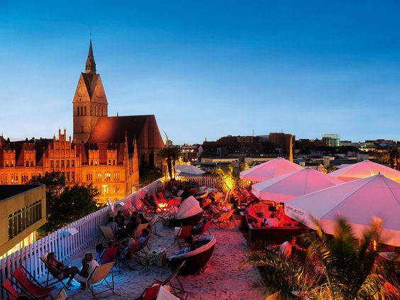 Außer ein paar dunklen Kneipen mit vergilbten Gardinen gibt's hier nichts. | 31 Gründe, warum Hannover die langweiligste Stadt Deutschlands ist