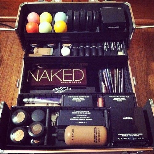 Holy crap Im in love, I see an egg, bare minerals, and the naked palet. Ohmigosh whaa  this is beautiful.