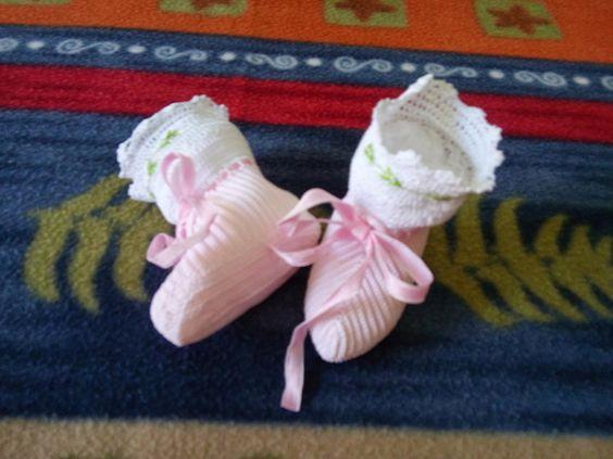 Sapatinho crochê rosa para bebê
