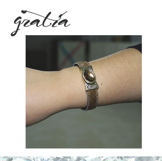 Sábado expusemos a coleção de outono/inverno e a nossa Tânia não resistiu às novas braceletes. Mas que elegante! **~~ A Tânia já saiu para arrasar e vocês de que estão à espera?