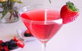 The perfect Valentine's Day cocktail: Strawberry Cosmopolitan!