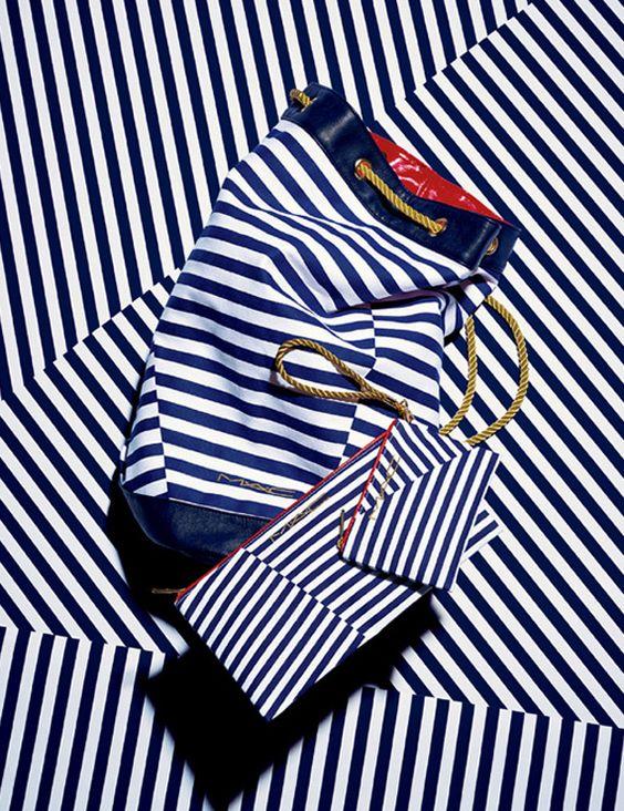 Nella collezione Hey Sailor MACestate 2012sono inclusi anche un pennello da cipria, il 167SH, un set di bustine-contenitori per il make up e una sacca da mare, tutto rigorosamente a strisce marinare!