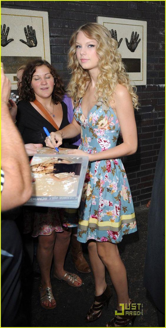 Taylor Swift Looks Lovely In London