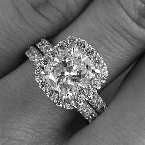 this is exactly what i want for my ring! i love the princess cut diamond with the diamond frame around it so its not so pointy on the edges!