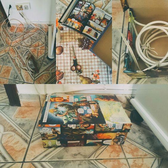 Bom, cansada da bagunça dos fios no meu quarto, crie um cantinho especial p eles.  Usei uma caixa de sapatos, cola, e páginas da minha Bíblia em ação, acho muito legal esses quadrinhos. Organizei todos eles dentro da caixa, e pronto... Todos os fios organizados, com um toque de decoração.