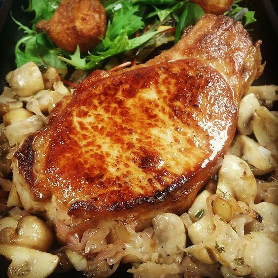 Côte de  #cochon pommes dauphines et champignons #piccolocaffenice by _cuizinieur_ at http://ift.tt/1iPXhGA