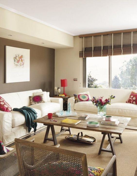 wohnzimmer wandfarbe braun ecru polstersofas holz couchtisch - wohnzimmer design wandfarbe