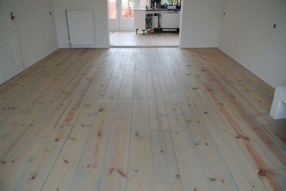Grenen plankenvloer afgewerkt met Monocoat olie  kleurSky Grey