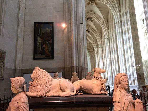 Dans la cathédrale - le tombeau de François II