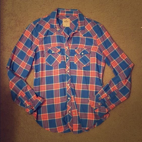 Hollister size M flannel snap button up shirt Hollister size M snap button up blue and pink flannel good condition. Hollister Tops Button Down Shirts